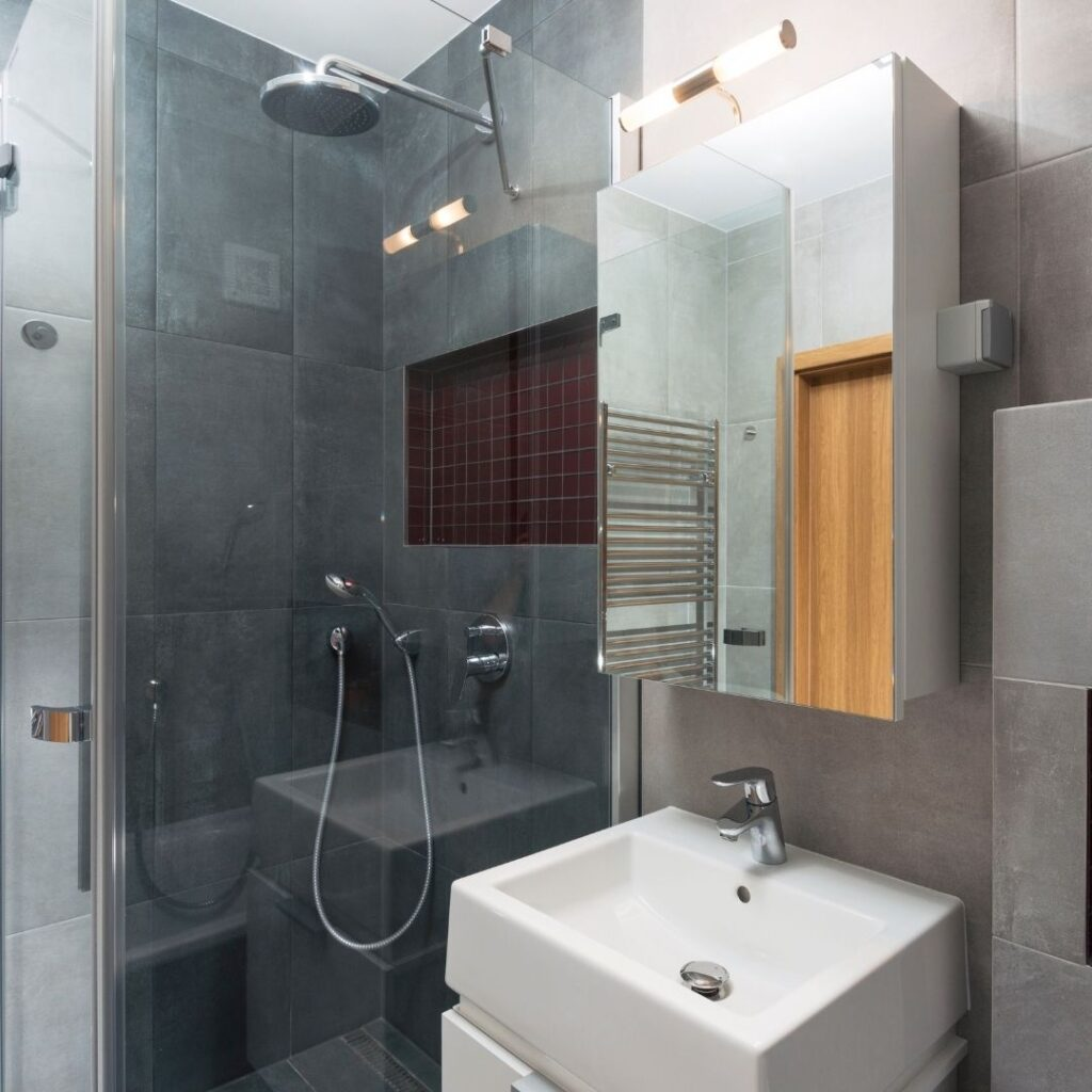 how to renovate small bathrooms efficiently
